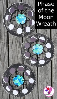 Easy to Make Phases Of the Moon Wreath - easy way to make a phases of the moon wreath for a space themed craft - 3Dinosaurs.com #spaceforkids #phaseseofthemoon Space Activities For Kids, Moon Activities, Space Preschool, Science For Kids, Art For Kids, Outer Space Crafts For Kids, Solar System Activities, Space Kids, Craft Space