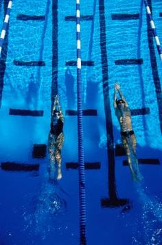 PERFECTING UNDERWATER KICKS FOR FASTER SWIMMING