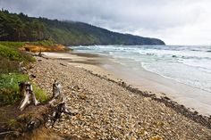 """<p>This <a rel=""""nofollow"""" href=""""http://oregonstateparks.org/index.cfm?do=parkPage.dsp_parkPage&parkId=134"""">sand-spit campground</a> unveils splendid ocean views. Beachcombers gravitate here to seek (and often find) Japanese glass fishing floats: prized collectibles. Keep an eye on the water as you wanderhigh tides swallow some areas completely.</p>"""