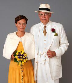 Vintagemannen & VintageQ gifte sig på midsommarafton i en 40-talsklänning från 59 Vintage Store, en hermelincape från Old Touch och en vit linnekostym från Sundown Covey.