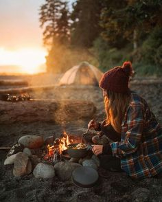 Love making my own food | Brilliant Camping Hacks I Wish I Knew Earlier. #camping #camperlife #camperhacks #destination #destinationguide #destinationsummer #destinationfabulous #places #travelersnotebook #travelmore #travellife #adventuretravel #adventuretime #backpacking #traveltips #travelblog #travelhacks #travellife #travel #vacation #vacationtips #familytravel #familyvacation #kidsactivities #outdoors #woods #mountains
