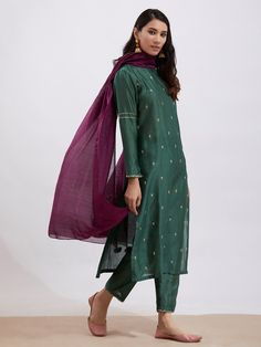 Emerald Green Hand Embroidered Chanderi Kurta with Pants and Purple Dupatta- Set of 3 Designer Kurtis, Indian Designer Suits, Indian Designers, Stylish Dress Designs, Stylish Dresses, Formal Dresses, Dress Indian Style, Indian Dresses, Indian Attire