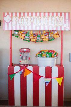 decoración temática para cumpleaños con palomitas