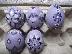 Easter Egg Designs, Ukrainian Easter Eggs, Egg Crafts, Egg Art, Egg Decorating, Favorite Color, Craft Projects, Gift Wrapping, Mandala