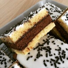 Aujourd'hui, je vous donne  ma recette favorite du Napolitain  ! Mon gâteau préféré ... Assez simple à réaliser, moelleux , pas sec du tout...