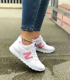 Sneakers Mujer Outfit New Balance Sneakers Looks, Cute Sneakers, Cute Shoes, Sneakers Nike, Zapatillas New Balance, Adidas Shoes Women, New Balance Shoes, Dream Shoes, Summer Shoes