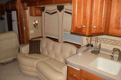 2006 Used Newmar Essex 4502 Class A in Kansas KS.Recreational Vehicle, rv, 2006 Newmar Essex 4502, Very clean, low mileage Essex. Always stored in a heated garage when not in use. Spartan chassis, Norcold freezer, Norcold 4 door frig, central vacuum, external entertainment center, motorized rear view camera, natural cherry cabinets, tile in lvrm area, corian shower walls large storage tray, pass through storage tray, keyless entry system. Non smoker and no pets. $175,000.00