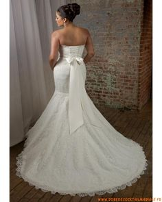 Boutique robe de mariée sirène grande taille avec ceinture et traîne en dentelle