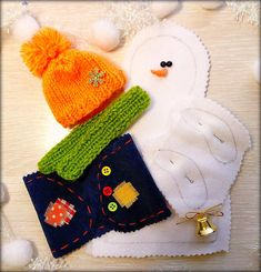 Christmas Snowman, Christmas Holidays, Christmas Crafts, Christmas Ornaments, Diy Snowman Decorations, Christmas Decorations, Craft Patterns, Sewing Patterns, Felt Crafts