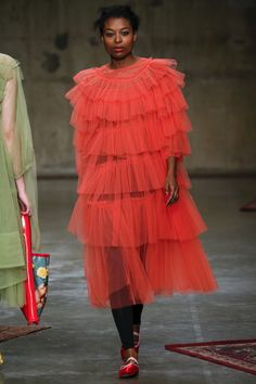 Molly Goddard Fall 2017 Ready-to-Wear Fashion Show Collection Catwalk Fashion, Fashion Week, Fashion 2017, High Fashion, Style Haute Couture, Orange Dress, Turquoise, Fashion Show Collection, Vogue Paris