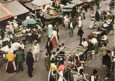 This grainy photography from the early 20th century provides an interesting look at a market in a Jewish community in New York.