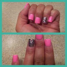cute! love the cut\shape of her nails... very chic! Fun summer idea