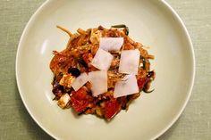 Zucchini Spaghetti Rezept | Teil 2 | http://www.gut-schmecken.de/rezepte/zucchini-spaghetti #gutschmecken #vegetarian #zucchini #spaghetti