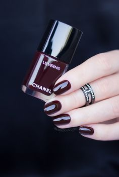 Dark red nails for Christmas and New Years - chanel rouge noir dark red nail polish Burgundy Nail Polish, Bright Nail Polish, Green Nail Polish, Green Nails, Pink Nail, Purple Nails, Nails Now, New Year's Nails, Fun Nails