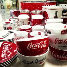 Coca Cola dishes - I want these Coca Cola Party, Coca Cola Decor, Coca Cola Ad, Always Coca Cola, World Of Coca Cola, Coca Cola Kitchen, Cocoa Cola, Coca Cola Christmas, Vintage Coke