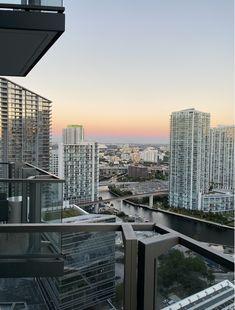 Monroe's Guide to Miami Miami Fashion, Travel Guides, San Francisco Skyline, Nyc, Places, New York, Lugares