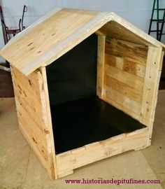 Aprende a hacer una casita para #mascotas con #palets  #bricolaje #diy http://blgs.co/sB3Wdp