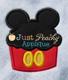 Retro Mouse Cupcake Applique Design