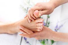 Cviky na vbočený palec, které vám pomohou - Pro-nožky.cz - Adjustační ponožky Massage Shiatsu, Massage Relaxant, Henna Tattoos, Point Acupuncture, Toenail Fungus Remedies, Sinus Pressure, Social Trends, Reflexology, Beauty Tips
