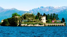 Isola Bella, Lago Maggiore, Piedmont - 20 real life fairy tale places in Italy Places In Spain, Places In Italy, Places To Go, Beautiful World, Beautiful Places, Amazing Places, Malta Italy, Real Life Fairies, Piedmont Italy