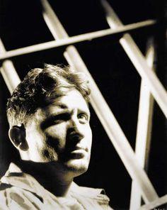 """Spencer Tracy no parece muy preocupado por pasar """"Veinte Mil años en Sing Sing"""", en 1932"""