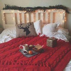 Image via We Heart It https://weheartit.com/entry/146724709/via/3112900 #bedroom #christmas #cozy #decoration #sorryaustralia