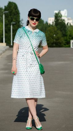 Ionela is matching beautifully in green shades. Love the vintage print! Click for similar items. #stylegallery
