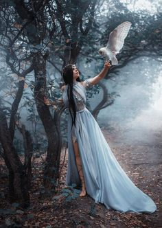 Mysterious sorceress in a beautiful blue dress. The background is a cold forest in the fog. Girl with a white owl. Magical Photography, Fantasy Photography, Creative Photography, Girl Photography, Artistic Photography, Foto Fantasy, Fantasy Love, Beautiful Fantasy Art, Fairy Photoshoot