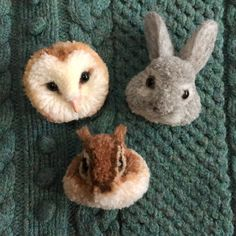 (An edited Google translation) These fluffy forest animals are brooches. Made of [pom] wool, they fit comfortably in the palm of your hand. The back has a corsage clip so you can wear it on your sweater or hat, in your hair or just have them peek out of a coat pocket. Size: length × width barn owl : about 5.5cm × 6cm.