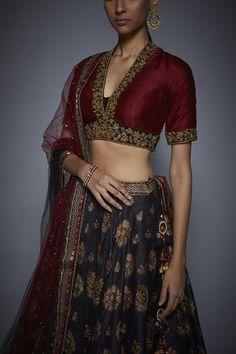 Floral Lehenga, Lehenga Dupatta, Lehenga Blouse, Sari Dress, Sabyasachi, Bridal Lehenga, Sarees, Indian Blouse, Dress Indian Style