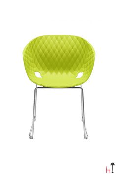 Uni-Ka is an armchair that adds a new meaning to the classic tub chair thanks to its padded-like texture.