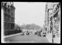 The corner of 5th Avenue and 57th Street, with the entrance to the park in the distance.   15 Magical Pictures Of Central Park In The Early 1900s