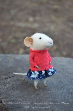 Little Coquet Mouse-  Needle Felted Ornament - Felting Dreams by Johana Molina   This is so sweet!