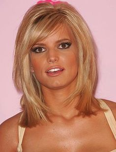 Medium Short Hairstyles For Round Faces And Thick Hair - Hair Style Short Hair Styles For Round Faces, Short Hairstyles For Thick Hair, Medium Bob Hairstyles, Medium Short Hair, Haircut For Thick Hair, Medium Hair Cuts, Medium Hair Styles, Curly Hair Styles, Layered Hairstyles