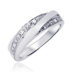 L'alliance Hina est la parfaite association de l'or et des diamants. Disponible en blanc, jaune, rose ou même les 3, elle apportera une touche de raffinement à votre main. http://www.zeina-alliances.com/alliance-originale-et-parsemee/923-hina.html