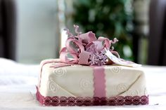 Present cake with bow. Present Cake, Bow Cakes, Presents, Baking, Desserts, Food, Gifts, Tailgate Desserts, Deserts