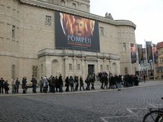 Besucherschlange bei der Pompeji-Ausstellung, Landesmuseum Halle, © LDA Sachsen-Anhalt