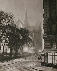 Notre Dame, Paris in the winter, at night, c. Inspiration for your Paris vacation from Paris Deluxe Rentals Old Paris, Vintage Paris, French Vintage, Paris Rue, Paris Winter, Paris Snow, Ile Saint Louis, St Louis, Photo Vintage