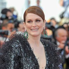Julianne Moore on the Cannes Film Festival 2015 red carpet in Armani Privé, accessorised with pear-shaped emerald earrings with white diamonds from Chopard's Red Carpet collection.