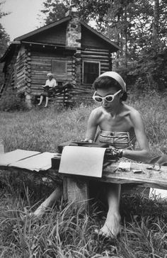 Summer, Photo by Alfred Eisenstaedt for Life Magazine - Alfred Eisenstaedt (December 1898 – August was a German-born American photographer and photojournalist. Ansel Adams, Edward Weston, Oscar Wilde, Vintage Pictures, Old Pictures, Moving Pictures, Photos Du, Old Photos, Street Photography