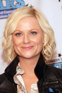 Amy Poehler is my idol. Amy Poehler, Divas, Growing Out Bangs, Female Comedians, How To Style Bangs, Hollywood Actor, Medium Hair Styles, American Actress, Amazing Women