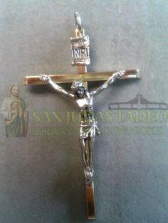 Cruz dorada(la cruz viene cuadrada o redonda) con cristo plateado