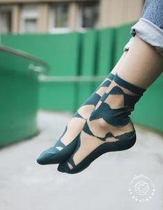 Foot Pics, Sheer Socks, Le Jolie, Street Style, Fashion Socks, Friend Wedding, Leg Warmers, Kitten Heels, Stockings