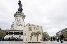 Animal Crates In Paris To Celebrate Zoo's Opening - Feel Desain Guerilla Marketing, Signage Design, Environmental Graphics, Creative Advertising, Paris, Statue Of Liberty, Crates, Louvre, City