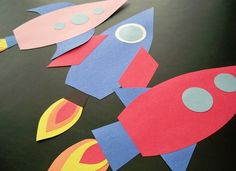 "Rocket Craft idea For ""On the Launch Pad"" Preschool Activity Preschool Crafts, Fun Crafts, Arts And Crafts, Space Preschool, Space Activities, Space Crafts For Kids, Art For Kids, Rocket Ship Craft, Construction Paper Crafts"