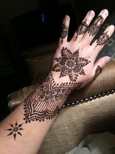 Amazing Back Hand Mehndi