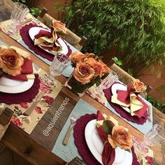 Mesa Monalisa. Um charme!  Contato:entrenos.aqui@gmail.com ou WhatsApp (24)988291514.