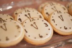 I love the idea of clock shaped cookies as favors for a New Year's Eve #wedding.