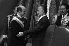 Entrega del poder a  Carlos Salinas de Gortari, candidato del PRI,  por parte del presidente Miguel de la Madrid Hurtado el 1 de diciembre de 1988.