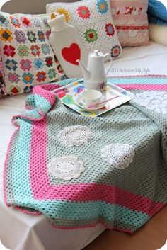 crochet blanket in grey pink and aqua with doilys! I love this so beautiful and simple!